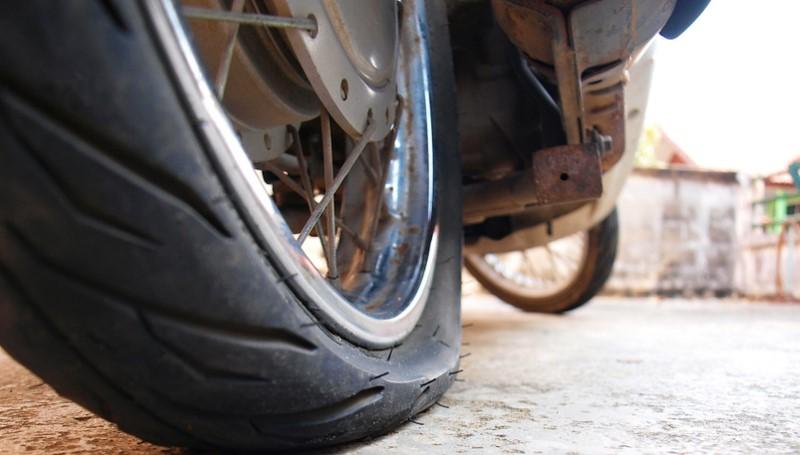 cek ban motor secara berkala