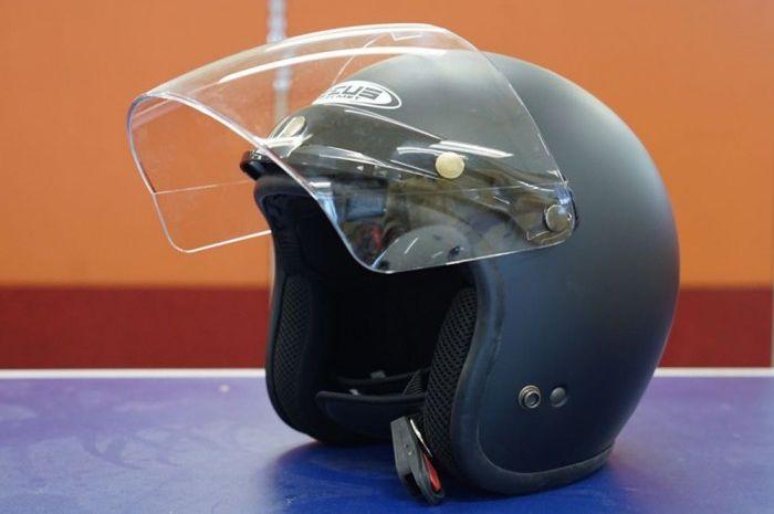 Zeus ZS385, helm retro terbaik dengan desain menarik