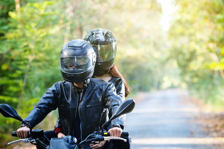 mimpi naik motor bersama dengan wanita