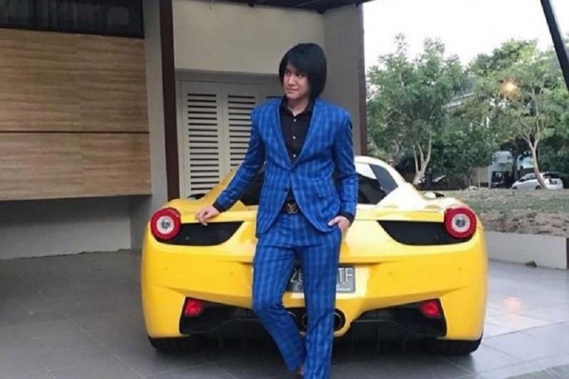 Kevin Aprilio dengan Ferrari