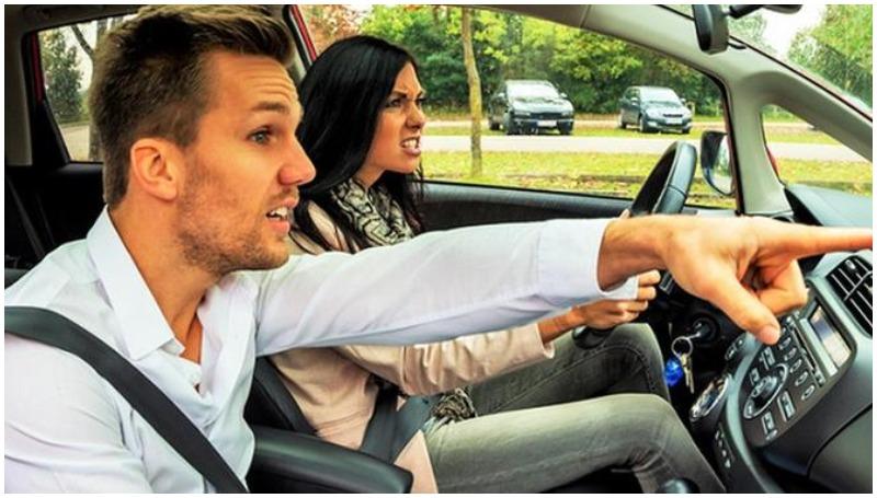 naik mobil bersama pacar