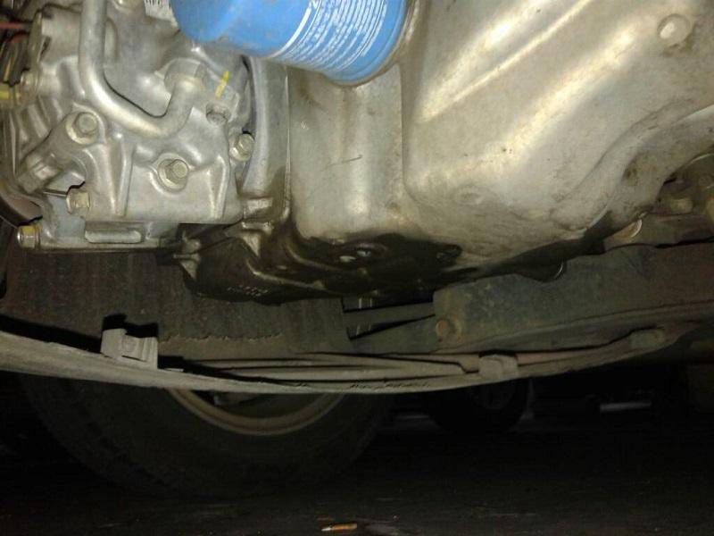 oli netes di bawah mesin mobil