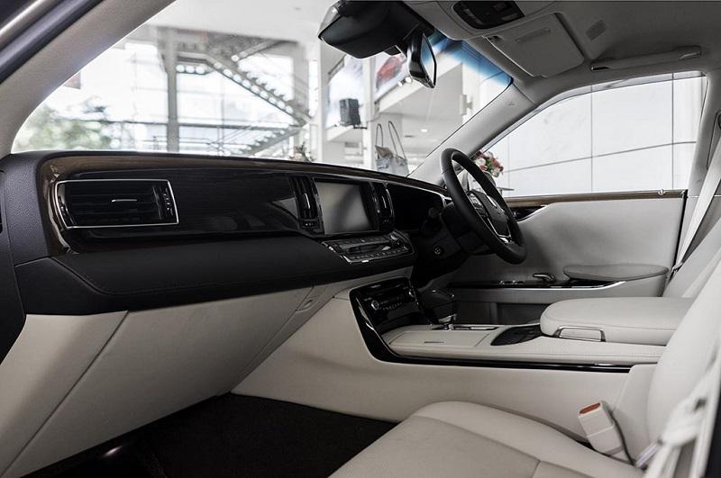 Interior Toyota Century