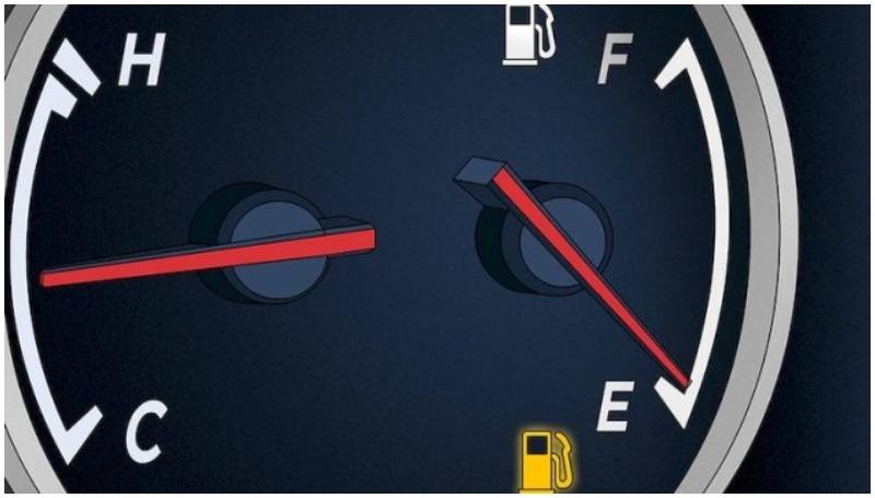 mengenal penyebab lampu indikator mobil menyala terus di BBM