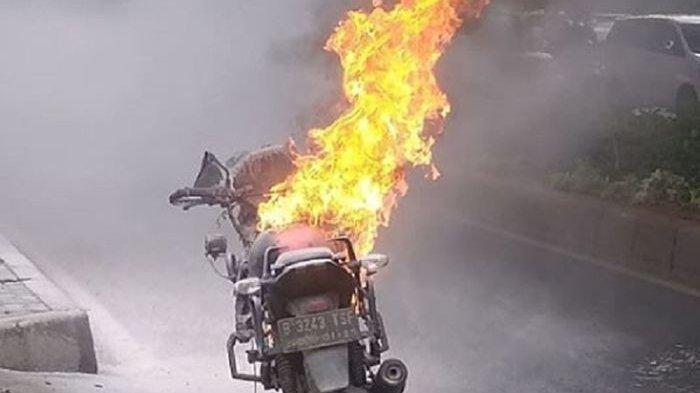 Ilustrasi motor terbakar