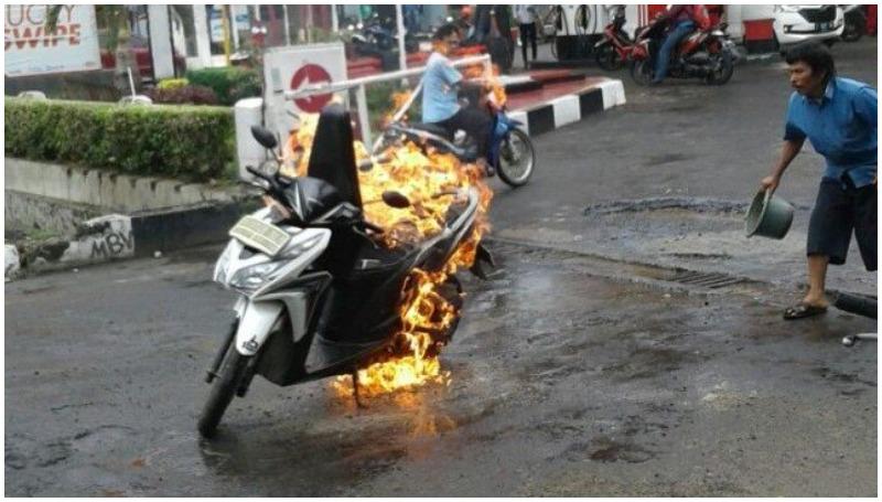 Honda Vario terbakar