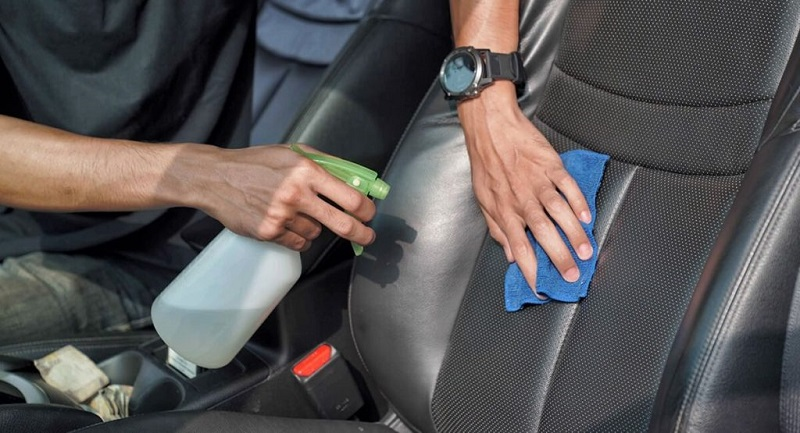 Cara membasmi kecoa di mobil