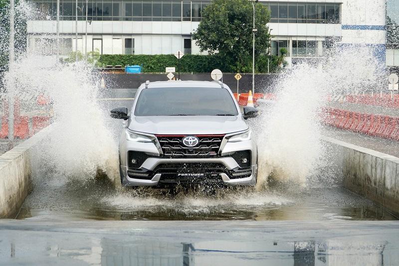 Toyota Fortuner dan Kijang Innova Facelift Meluncur di Indonesia