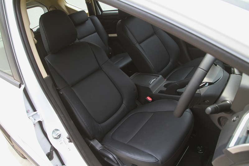 Mitsubishi Xpander Cross black edition
