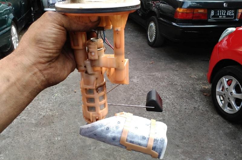 filter bensin kotor, berpotensi menyebabkan mobil tersendat saat digas