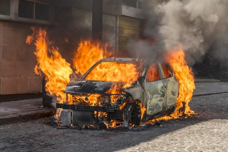 Mimpi mobil terbakar