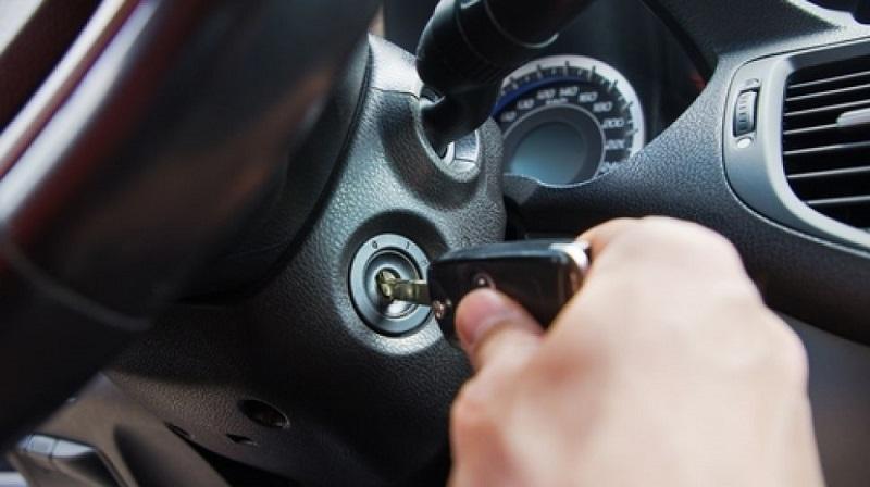 Rutin memanaskan mobil, jadi bagian cara merawat aki basah