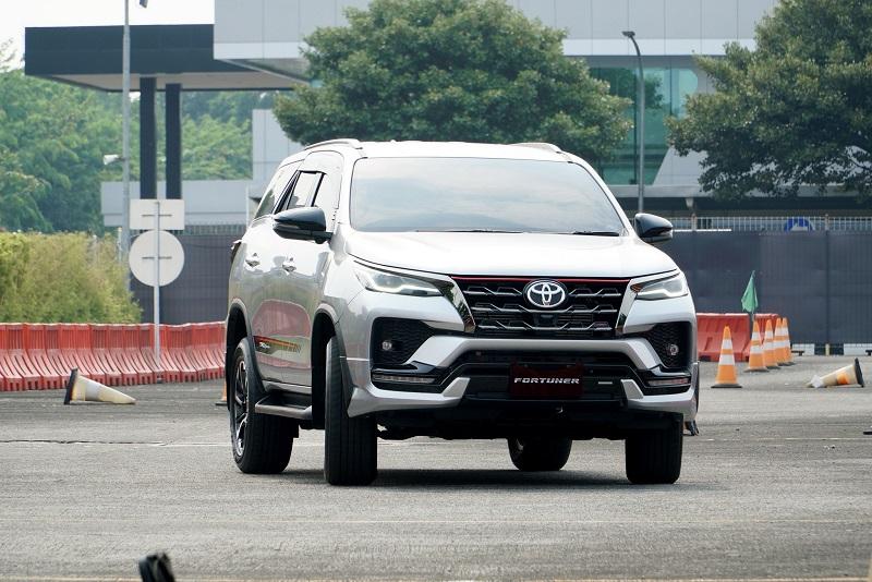 Desain lebih segar, jadi kelebihan Toyota Fortuner facelift