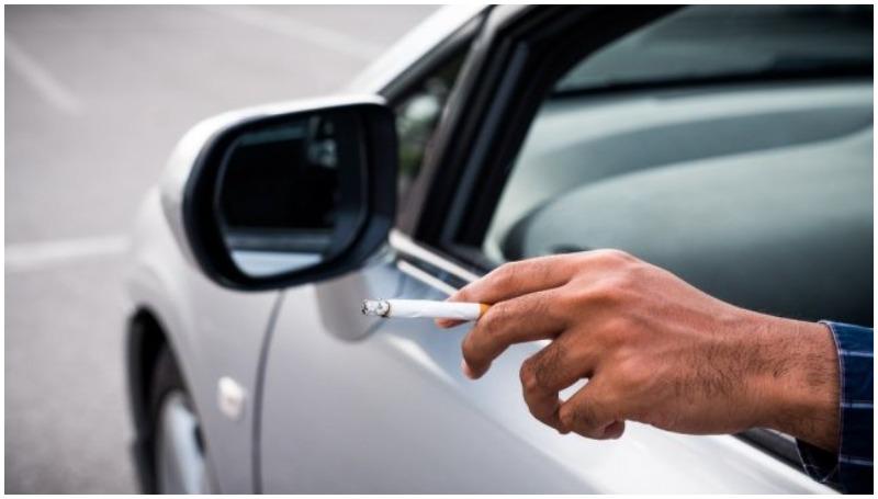 merokok sambil berkendara