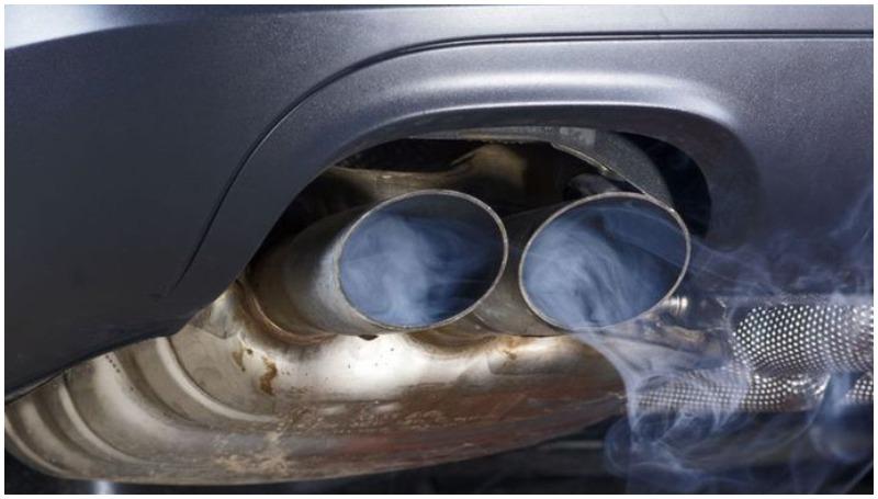 asap knalpot biru