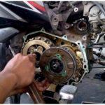 Suara mesin motor kasar saat panas