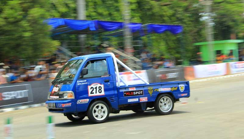 Modifikasi mobil pick up slalom