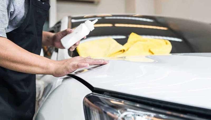 Cara Menghilangkan Noda Kuning Pada Mobil Putih