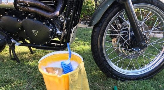 cara membersihkan mesin motor dengan sitrun