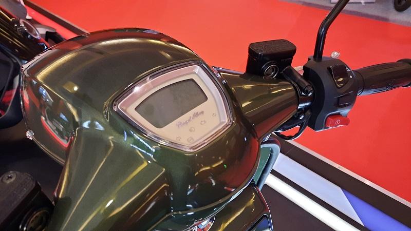 Vespa Sprint dan Royal Alloy GP 150