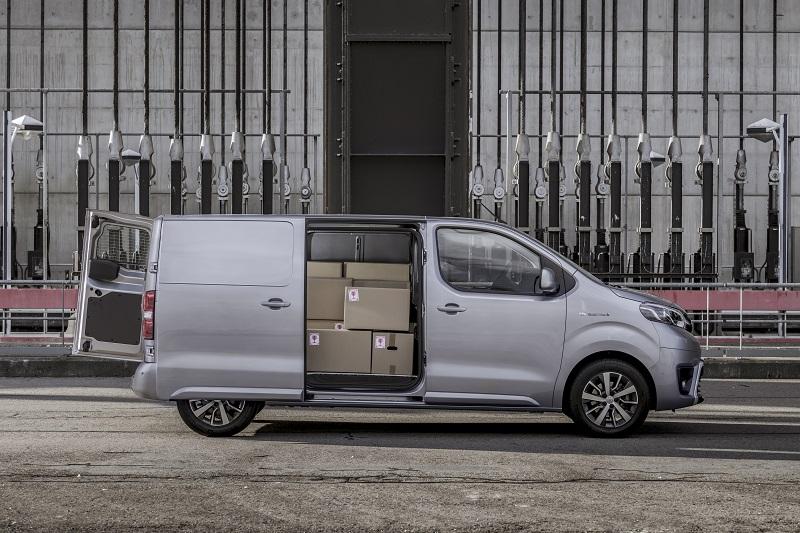 Toyota Proace Electric - Tampak samping