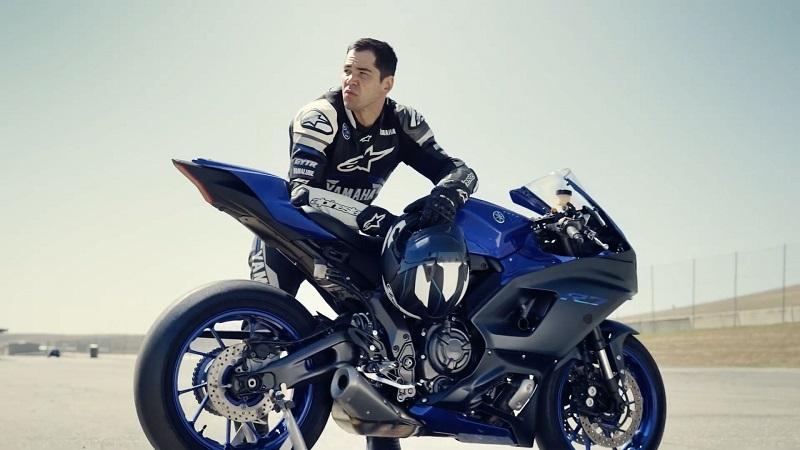 motor sport yamah r7