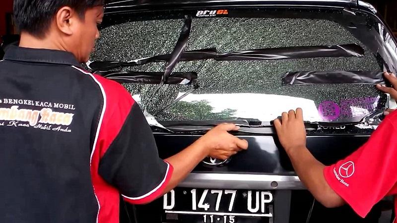 penyebab kaca mobil pecah