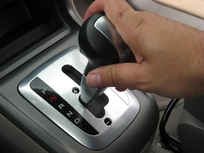 Ciri-ciri Transmisi Mobil Matik Rusak