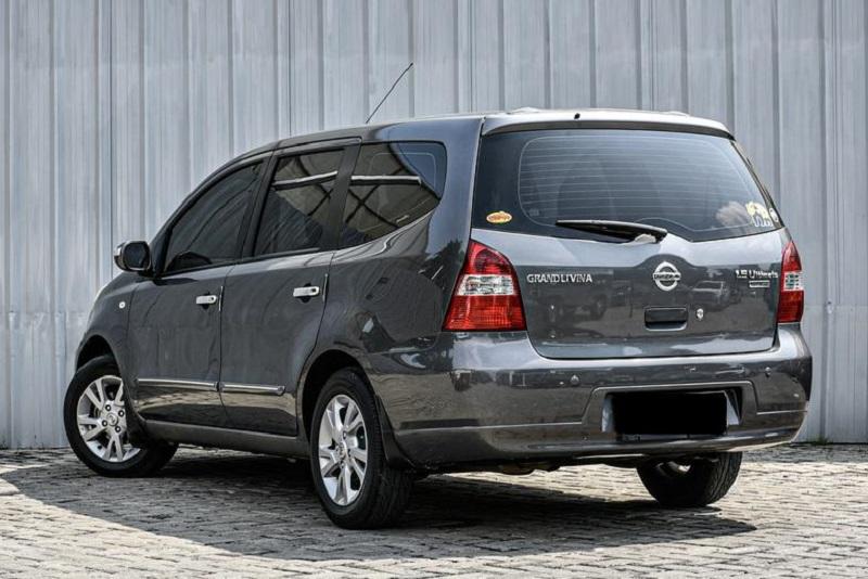 Review Nissan Grand Livina L10