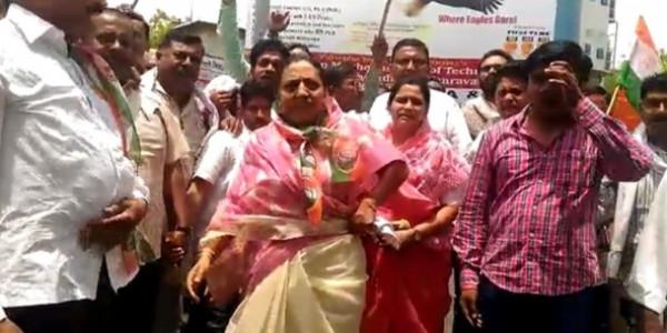महाराष्ट्र कांग्रेस की कार्यकारी अध्यक्ष यशोमती का अस्पताल में हंगामा