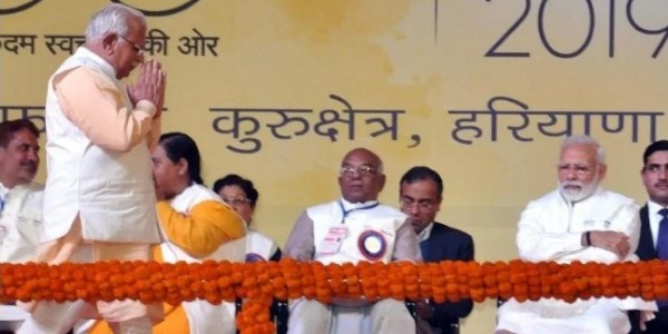 Narendra Modi Gave Full Point To CM Manoharlal