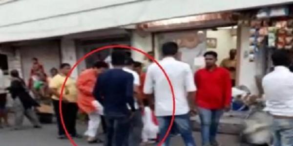 BJP विधायक ने महिला पर सरेआम बरसाए लात-घूंसे