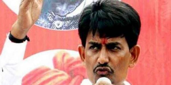 गुजरात में शंकरभाई चौधरी की दावेदारी से बढ़ सकती हैं अल्पेश ठाकोर की मुश्किलें