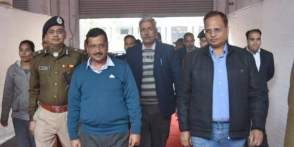 high-court-stayed-kejriwal-government-school-vaccination-campaign