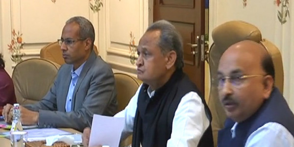 फ्लैगशिप योजनाओं को लेकर CM गहलोत ने जिला कलेक्टरों को लगाई फटकार, दिए ये निर्देश