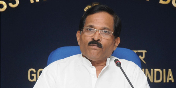 Union Minister Naik Praises Pilots Involved in Goa Navy MIG Crash for Showing 'Presence of Mind'