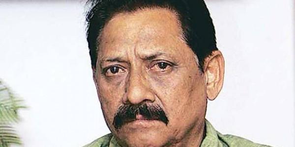 योगी सरकार में मंत्री चेतन चौहान के विवादित बोल, राहुल और प्रियंका को बताया 'नकलची बंदर'