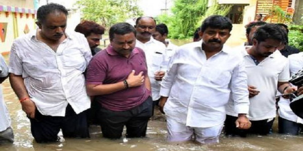 Ministers inspect flood-hit areas