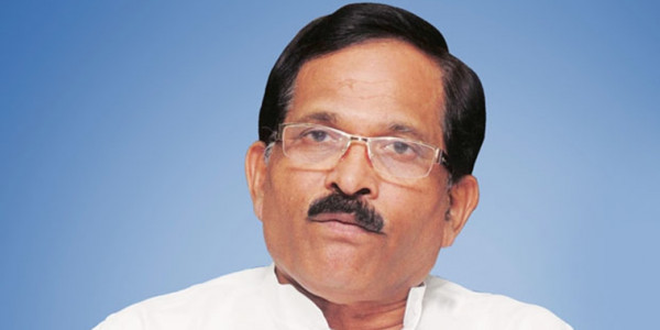 Shripad dares Cong to move no-confidence motion against state govt