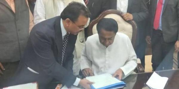 मुख्यमंत्री बनने के घंटे भर के भीतर कमलनाथ ने पास की किसानों की कर्जमाफी की फाइल