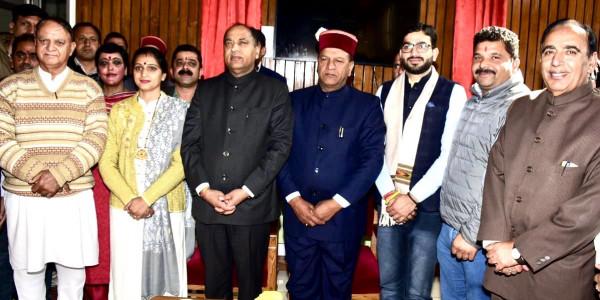 हिमाचल में पूरी हुई 68 विधायकों की गिनती, विशाल नैहरिया और रीना कश्यप ने ली शपथ