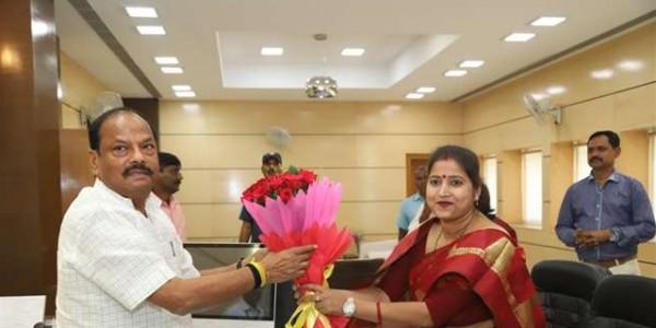 अब रागिनी 'सिंह मैंशन' का नया चेहरा, सूरजदेव की राजनीतिक विरासत को बढ़ाएगी आगे