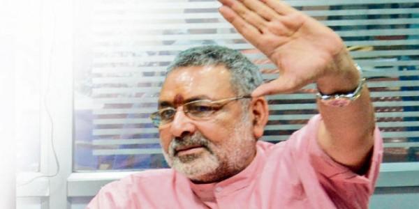 मंत्री गिरिराज सिंह ने किया सरकार का बचाव, कहा- चमकी बुखार को लेकर सरकार संवेदनशील