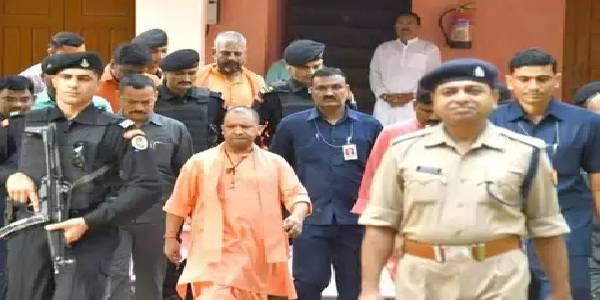 CM योगी का मथुरा कार्यक्रम रद्द, जेटली को श्रद्धांजलि देने दिल्ली रवाना