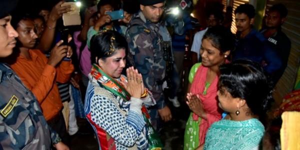TMC कार्यकर्ताओं को घरों से निकलवाकर कुत्तों की तरह पिटवाऊंगी- BJP प्रत्याशी की धमकी