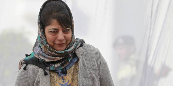 Three opposition leaders meet J&K CM over threats to Article 35 (A)