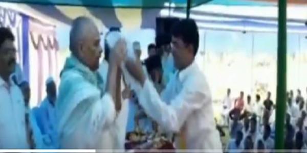 नीतीश के मंत्री ने सार्वजनिक मंच पर मुस्लिम टोपी पहनने से किया मना, विपक्ष ने साधा निशाना