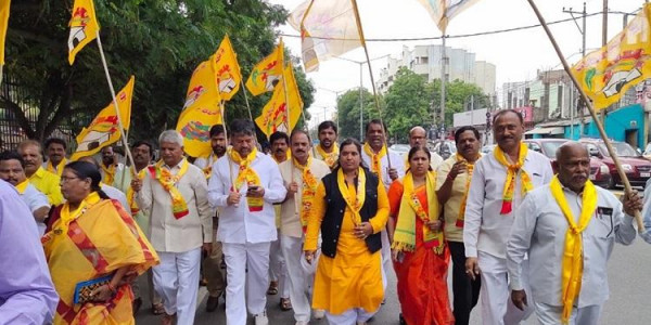 Opposition parties in Telangana stage protest against KCR's plans for new Assembly