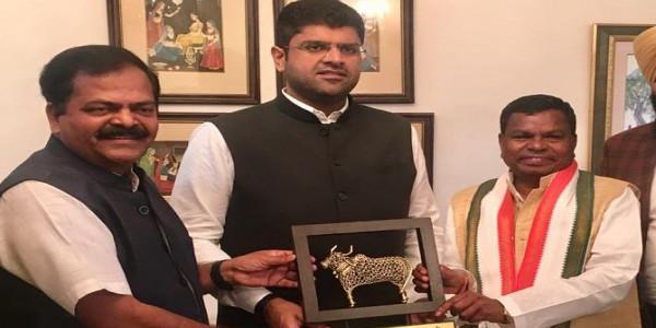 दुष्यंत चौटाला ने दिए बड़े राजनीतिक संकेत, जेजेपी के कोटे से बस एक और कैबिनेट मंत्री बनेगा