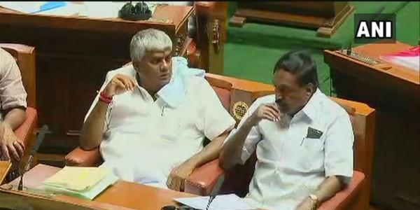 कर्नाटक में फ्लोर टेस्ट से पहले विधानसभा में कांग्रेस के 2 और बीजेपी का 1 विधायक नहीं है मौजूद
